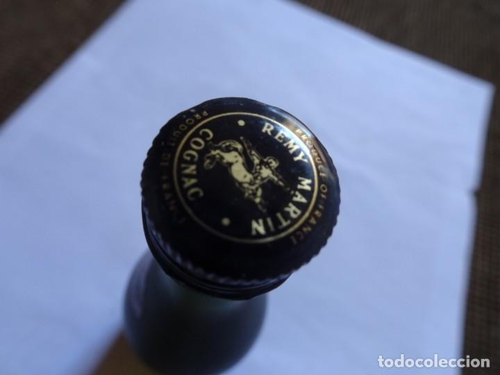 Coleccionismo de vinos y licores: ANTIGUO BOTELLÍN DE FINE CHAMPAGNE COGNAC, REMY MARTIN, VER FOTOS - Foto 5 - 131998542