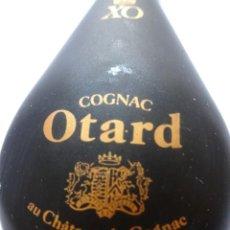 Coleccionismo de vinos y licores: ANTIGUO BOTELLÍN DE COGNAC OTARD, VER FOTOS. Lote 131999150