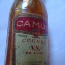 Coleccionismo de vinos y licores: ANTIGUO BOTELLÍN DE COGNAC FRANCES CAMUS DE LUXE, VER FOTOS. Lote 131999542