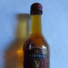 Coleccionismo de vinos y licores: ANTIGUO BOTELLÍN DE COGNAC MARTELL, VER FOTOS. Lote 132003434