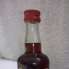 Coleccionismo de vinos y licores: BOTELLA MINIATURA LICOR RATAFIA AÑO 1992. Lote 132150634