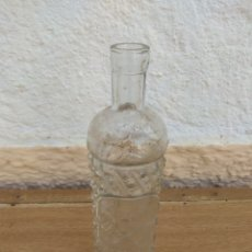 Coleccionismo de vinos y licores: ANTIGUA BOTELLA DE ANÍS NICOMEDES GARCÍA SEGOVIA. Lote 132343615