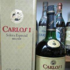 Coleccionismo de vinos y licores: ANTIGUA BOTELLA BRANDY COÑAC CARLOS I SOLERA ESPECIAL 8 PTS, DECADA 80-90. Lote 132745310
