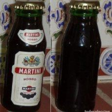 Coleccionismo de vinos y licores: MARTINI ROSSO BOTELLITA MINI BOTELLA. Lote 132847698