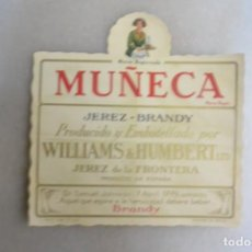 Coleccionismo de vinos y licores: ETIQUETA DE BRANDY JEREZ MUÑECA WILLIANS & HUMBERT. JEREZ. Lote 133472538