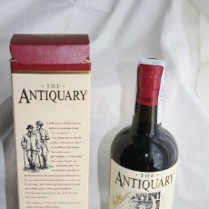 Coleccionismo de vinos y licores: HA, BOTELLA DE WHISKY THE ANTIQUARY, OLD SCOTCH 21 YEARS BLENDED AND BOTTLED IN SCOTLAND. Lote 133903630