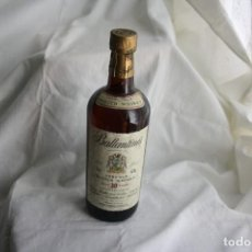 Coleccionismo de vinos y licores: ANTIGUA BOTELLA DE WHISKY, BALLANTINES, 30 YEARS VERY OLD SCHTCH. FULLY MATURED QUALITY GUARANTEED. Lote 133906786