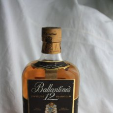 Coleccionismo de vinos y licores: ANTIGUA BOTELLA DE WHISKY, BALLANTINES, 12 YEARS VERY OLD SCHTCH. FULLY MATURED QUALITY GUARANTEED . Lote 133916670