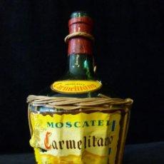 Coleccionismo de vinos y licores: MOSCATEL CARMELITANO. PEQUEÑA GARRAFA DE CRISTAL 1 L., FORRADA CON MIMBRE Y ETIQUETAS . Lote 133992686