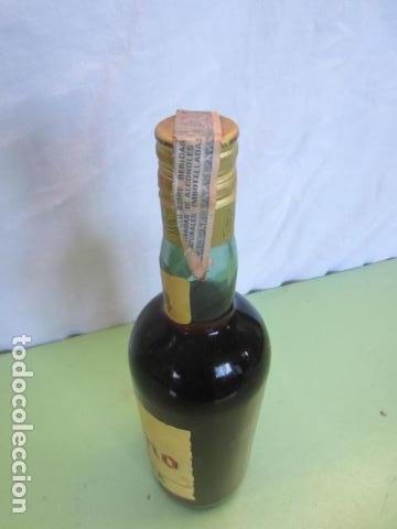 Coleccionismo de vinos y licores: ANTIGUA BOTELLA - BRANDY MAGNO OSBORNE - Foto 5 - 135776286