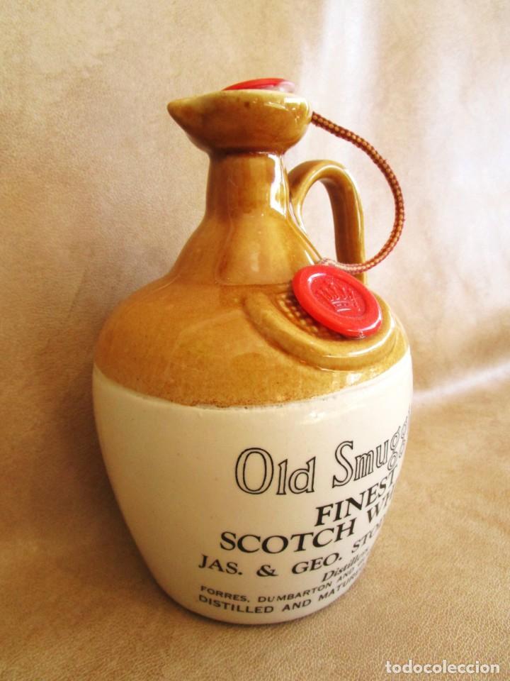 Coleccionismo de vinos y licores: Antigua botella sin abrir de whisky finest scotch whisky OLD SMUGGLER - Foto 2 - 135883190