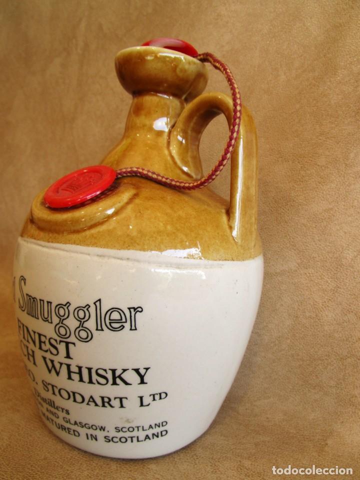 Coleccionismo de vinos y licores: Antigua botella sin abrir de whisky finest scotch whisky OLD SMUGGLER - Foto 3 - 135883190