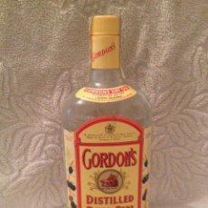 Coleccionismo de vinos y licores: BOTELLA 75 CL. GINEBRA GORDON'S. SIN ABRIR; SELLO HACIENDA PÚBLICA. IMPECABLE. AÑOS 80. Lote 137140278