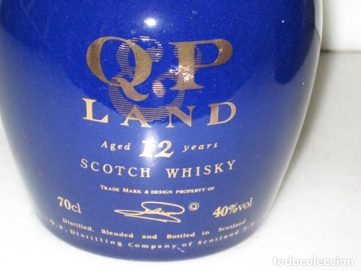 Coleccionismo de vinos y licores: Lote de 2 botellas cerámica Whisky Q & P Land - Foto 4 - 141486656