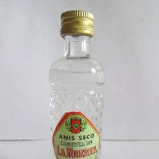 Coleccionismo de vinos y licores: BOTELLIN MINIATURA ANIS SECO ALEGRIA DE LA HUERTA - DESTILERIAS STA MARIA - MALLORCA 11 CM ALTURA. Lote 141550486