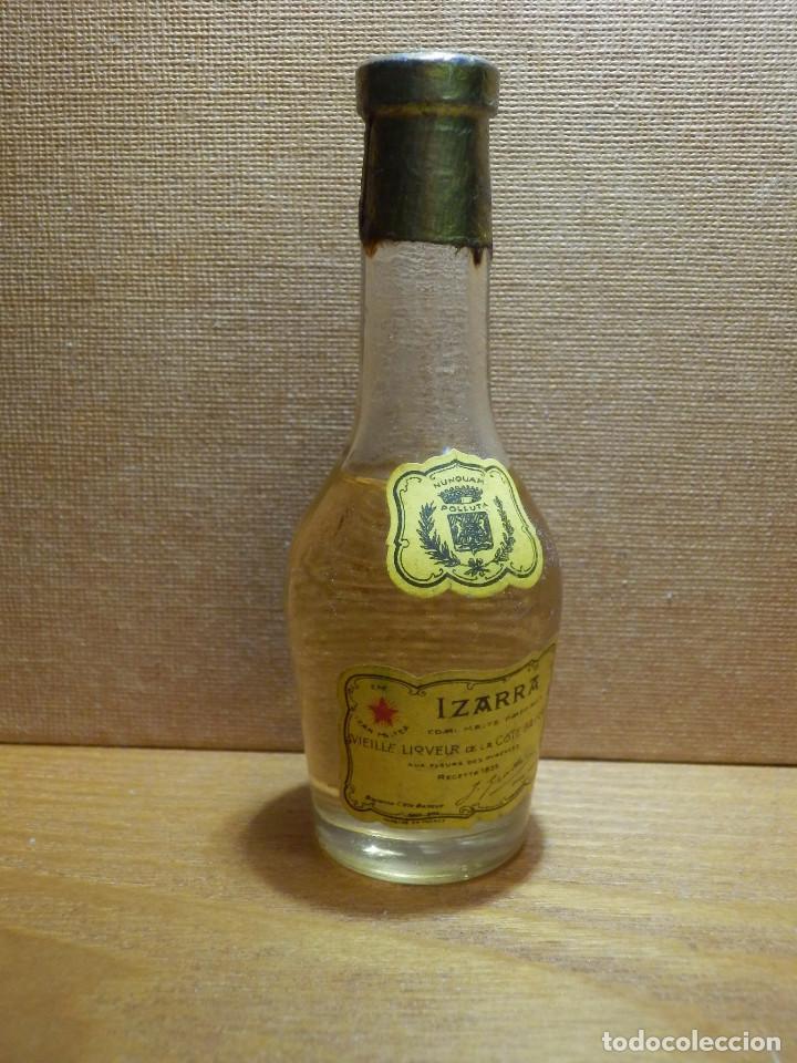 BOTELLITA - BOTELLIN IZARRA, LICOR - LIQUEUR DU PAYS BASQUE. - SIN ABRIR (Coleccionismo - Botellas y Bebidas - Vinos, Licores y Aguardientes)