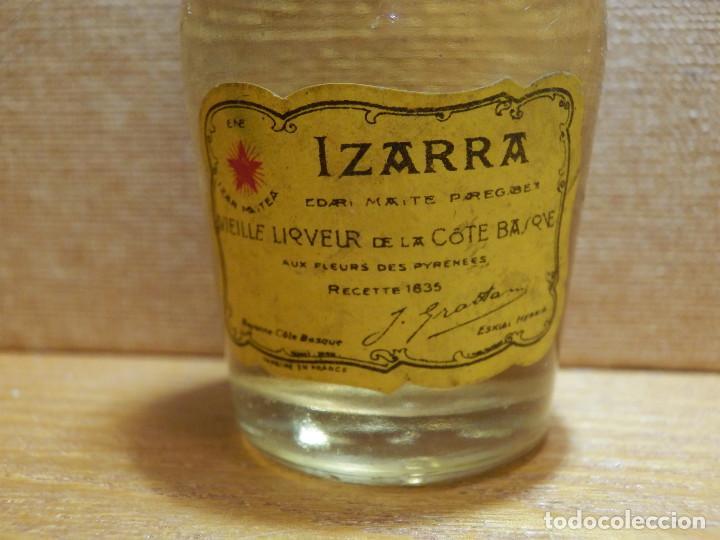 Coleccionismo de vinos y licores: Botellita - BOTELLIN IZARRA, LICOR - LIQUEUR DU PAYS BASQUE. - Sin Abrir - Foto 3 - 141737074