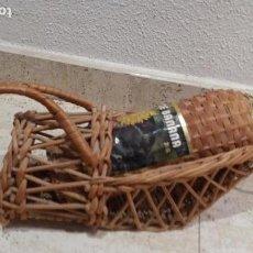 Coleccionismo de vinos y licores: BOTELLA SIN ABRIR DE LICOR DE BANANA FUNCHAL MADEIRA. Lote 142465990