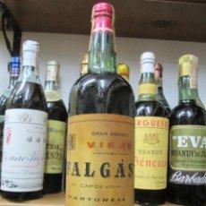 Coleccionismo de vinos y licores: ANTIGUA BOTELLA BRANDY COÑAC,FALGAS GRAN BRANDY VIEJO, IMPUESTO DE 80 CTS, DECADA 50-60. Lote 143615190