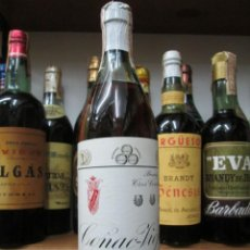 Coleccionismo de vinos y licores: ANTIGUA BOTELLA BRANDY COÑAC,COÑAC TRES CONCHAS VIEJO, IMPUESTO DE 4 PTS DECADA 60-70. Lote 143615746