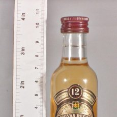 Coleccionismo de vinos y licores: BOTELLITA BOTELLIN CHIVAS REGAL BLENDED SCOTCH WHISKY CHIVAS BROTHERS LTD SCOTLAND. Lote 143761170