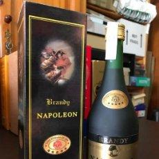 Coleccionismo de vinos y licores: BRANDY FINO NAPOLEÓN, SIN PTS (CON ESTUCHE). Lote 143979578
