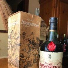 Coleccionismo de vinos y licores: BOTELLA BRANDY INDEPENDENCIA, OSBORNE PRECINTO 8PTS. Lote 143982226