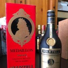 Coleccionismo de vinos y licores: BOTELLA COGNAC MARTELL MEDAILLON SIN PTS LICOR DE BRANDY (CON ESTUCHE). Lote 143987154