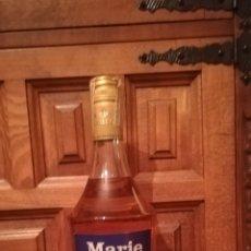 Coleccionismo de vinos y licores: ANTIGUA BOTELLA DE MARIE BRIZARD. Lote 145013336