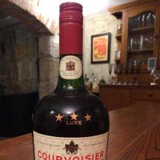 Coleccionismo de vinos y licores: ANTIGUA BOTELLA 0,70 L. SIN DESPRECINTAR DE COGNAC COURVOISIER TRES ESTRELLAS LUXE. Lote 147105082