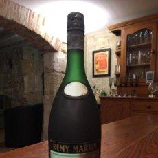 Coleccionismo de vinos y licores: ANTIGUA BOTELLA 0,70 L. SIN DESPRECINTAR DE COGNAC REMY MARTIN FINE CHAMPAGNE COGNAC. Lote 147107002