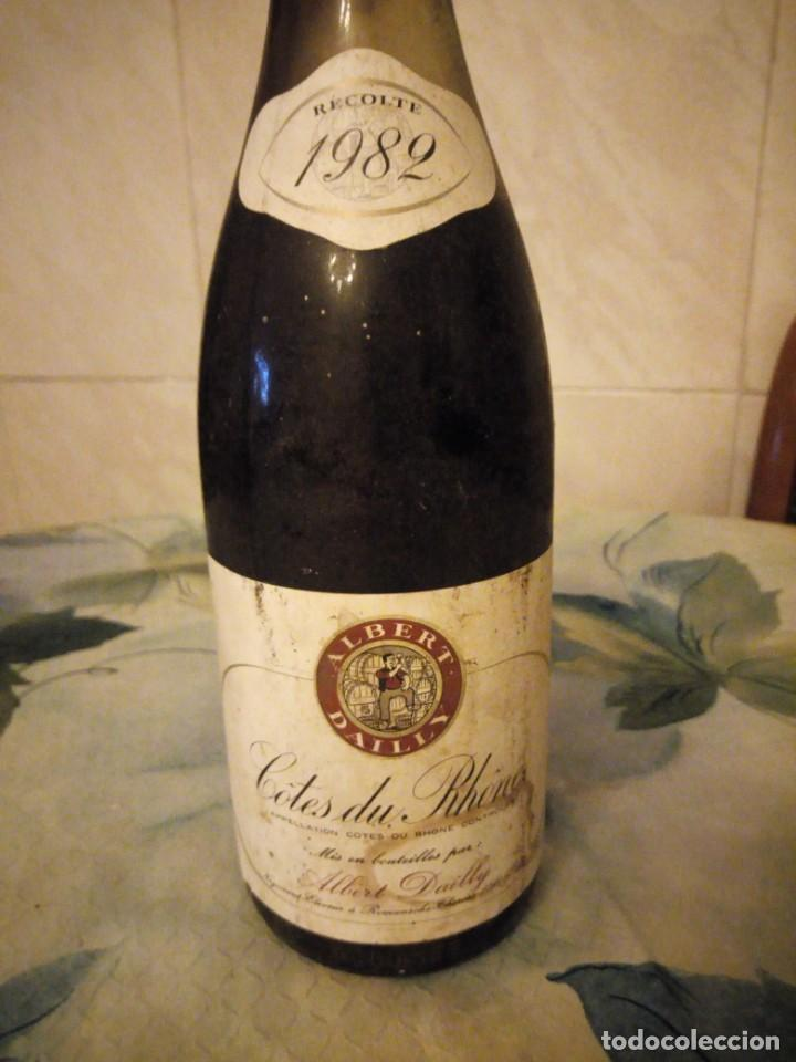 Coleccionismo de vinos y licores: BOTELLA VINO TINTO COSECHA 1982 COTES DU RHÔNE.albert dailly. tiene una merma de 2% - Foto 2 - 147316754