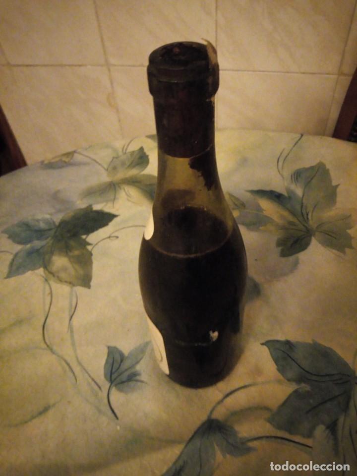 Coleccionismo de vinos y licores: BOTELLA VINO TINTO COSECHA 1982 COTES DU RHÔNE.albert dailly. tiene una merma de 2% - Foto 4 - 147316754