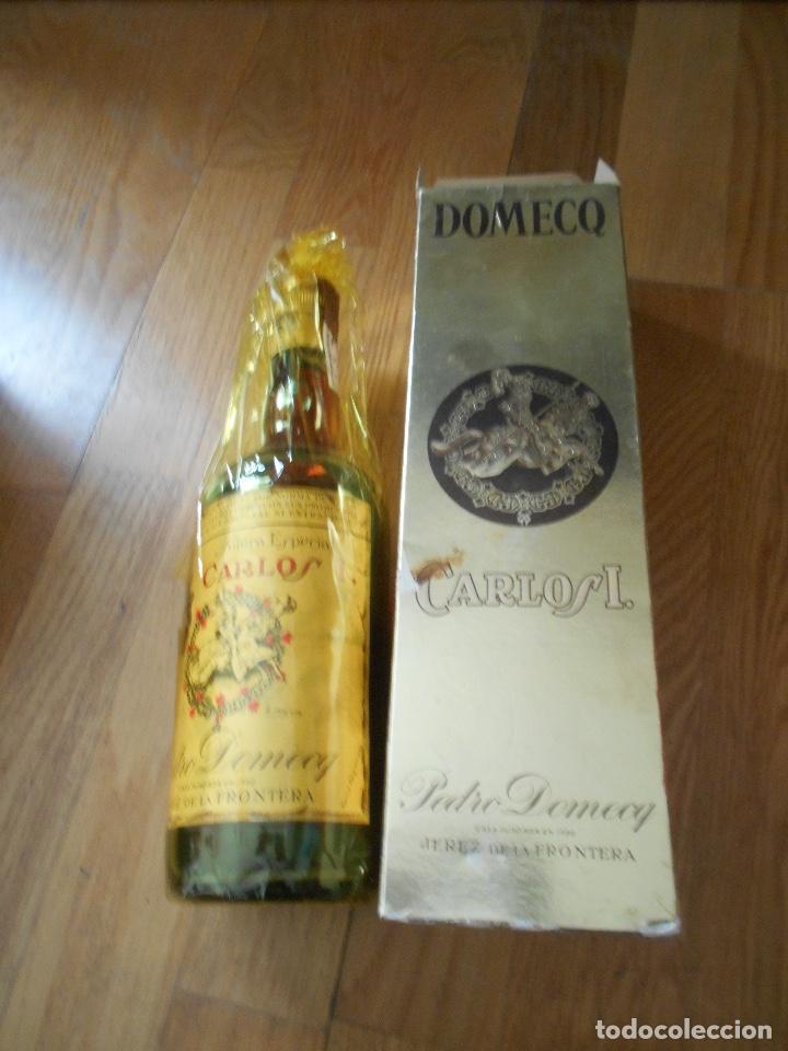 Coleccionismo de vinos y licores: BOTELLA BRANDY CARLOS I SOLERA ESPECIAL PEDRO DOMEQ. ABIERTA - Foto 2 - 147603790