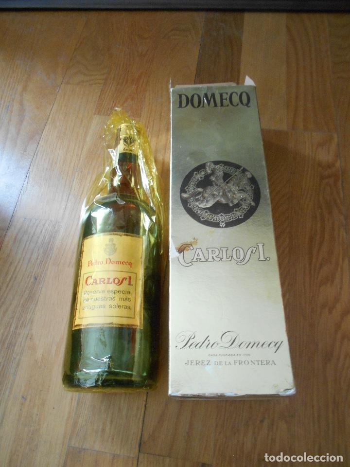 Coleccionismo de vinos y licores: BOTELLA BRANDY CARLOS I SOLERA ESPECIAL PEDRO DOMEQ. ABIERTA - Foto 4 - 147603790