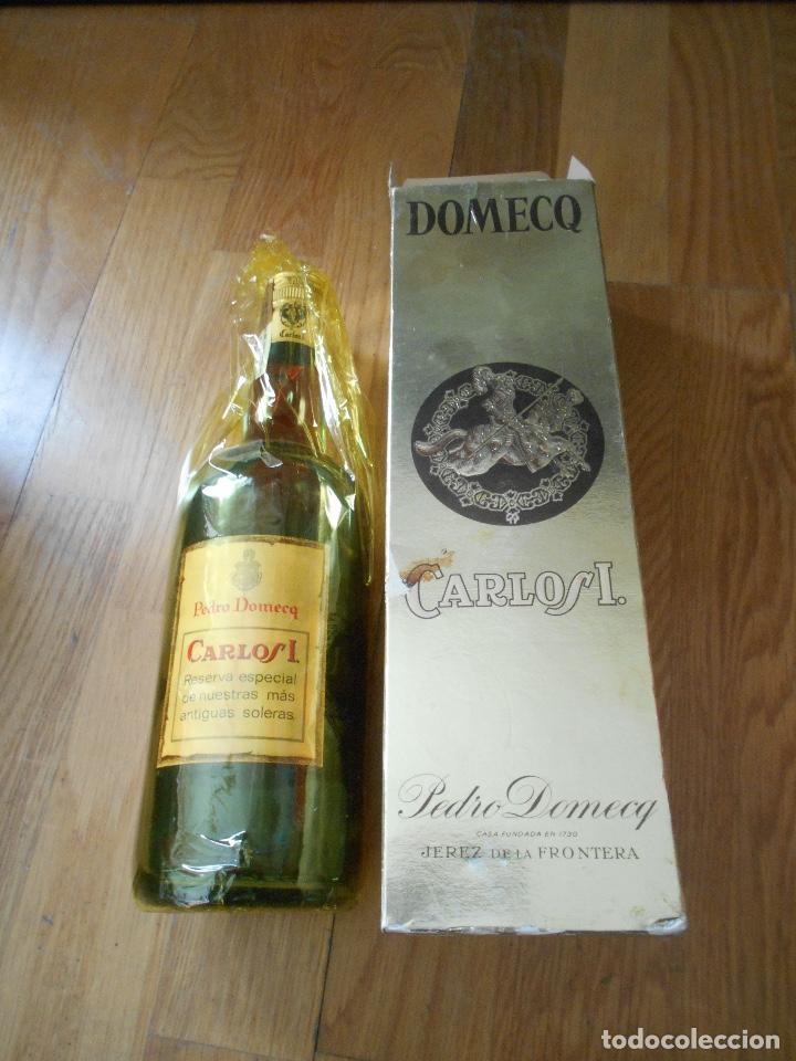 Coleccionismo de vinos y licores: BOTELLA BRANDY CARLOS I SOLERA ESPECIAL PEDRO DOMEQ. ABIERTA - Foto 5 - 147603790