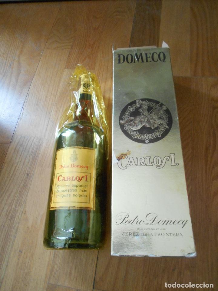 Coleccionismo de vinos y licores: BOTELLA BRANDY CARLOS I SOLERA ESPECIAL PEDRO DOMEQ. ABIERTA - Foto 6 - 147603790