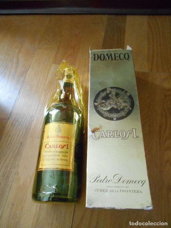 Coleccionismo de vinos y licores: BOTELLA BRANDY CARLOS I SOLERA ESPECIAL PEDRO DOMEQ. ABIERTA - Foto 7 - 147603790