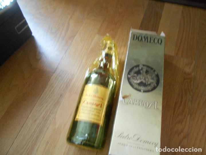 Coleccionismo de vinos y licores: BOTELLA BRANDY CARLOS I SOLERA ESPECIAL PEDRO DOMEQ. ABIERTA - Foto 8 - 147603790