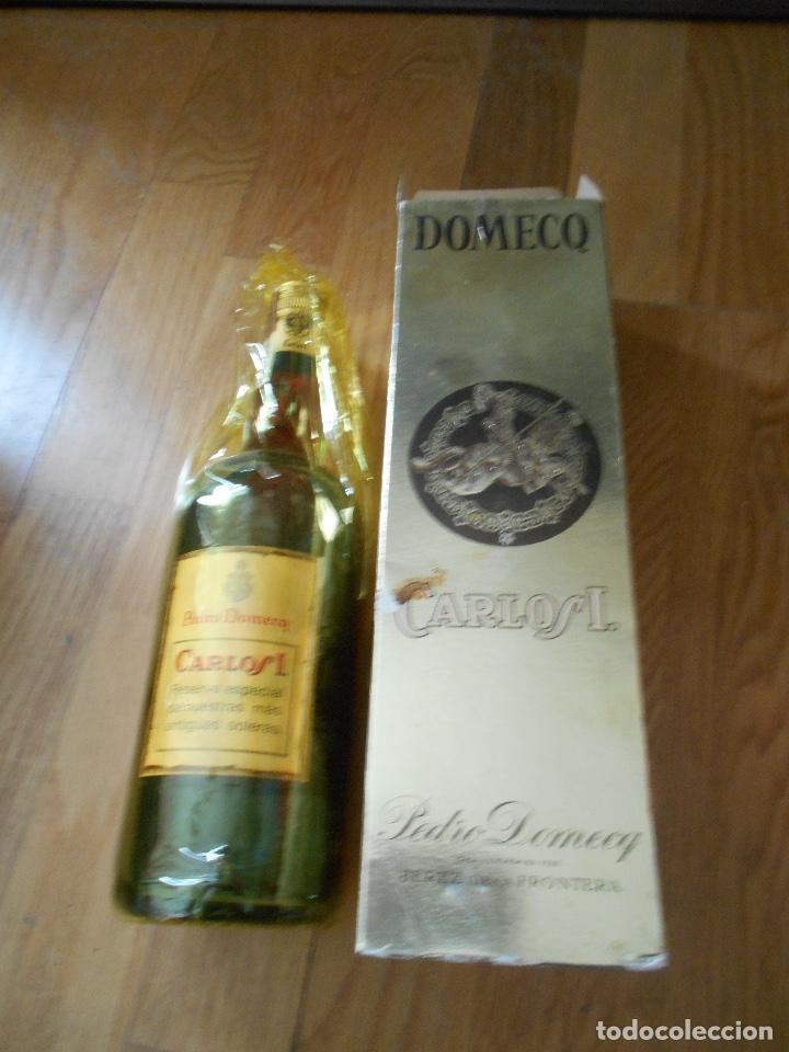 Coleccionismo de vinos y licores: BOTELLA BRANDY CARLOS I SOLERA ESPECIAL PEDRO DOMEQ. ABIERTA - Foto 10 - 147603790