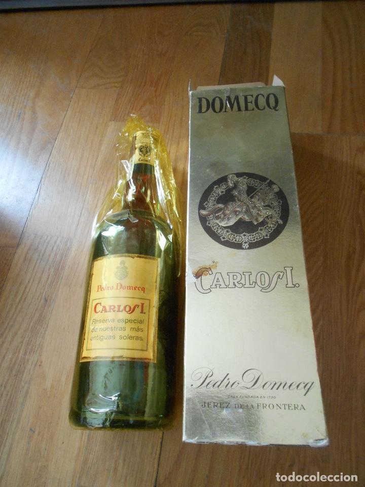 Coleccionismo de vinos y licores: BOTELLA BRANDY CARLOS I SOLERA ESPECIAL PEDRO DOMEQ. ABIERTA - Foto 11 - 147603790