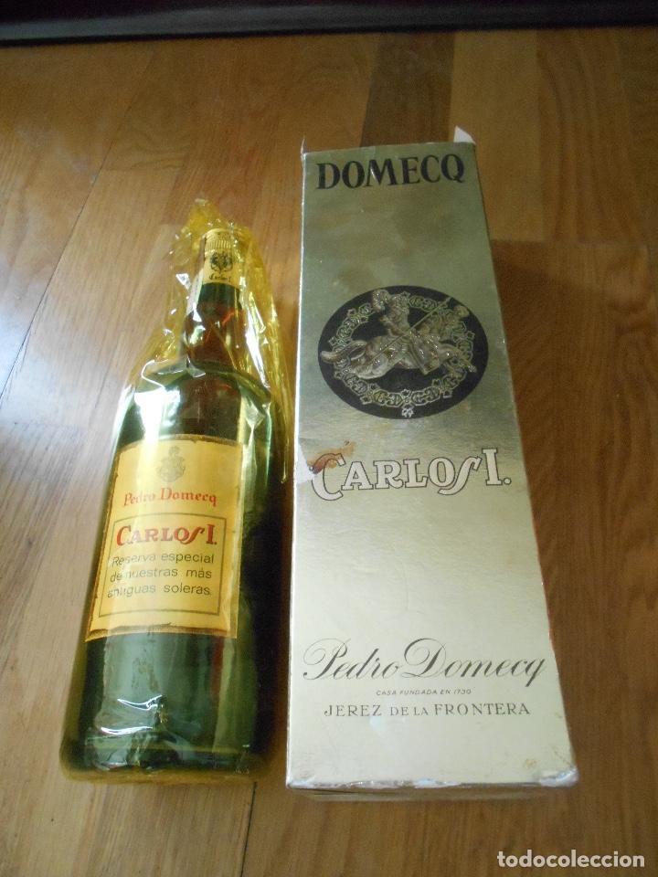 Coleccionismo de vinos y licores: BOTELLA BRANDY CARLOS I SOLERA ESPECIAL PEDRO DOMEQ. ABIERTA - Foto 12 - 147603790