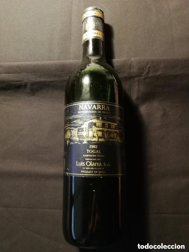 BOTELLA VINO LLENA-LUIS OLARRA--1982- (TINTO)-PARA COLECCIÓN (Coleccionismo - Botellas y Bebidas - Vinos, Licores y Aguardientes)