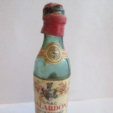Coleccionismo de vinos y licores: BOTELLIN MINIATURA - COÑAC GALARDON - VERY OLD BRANDY - DESTILERIAS GAVIRA - LA LINEA - MEDIADA. Lote 149514854