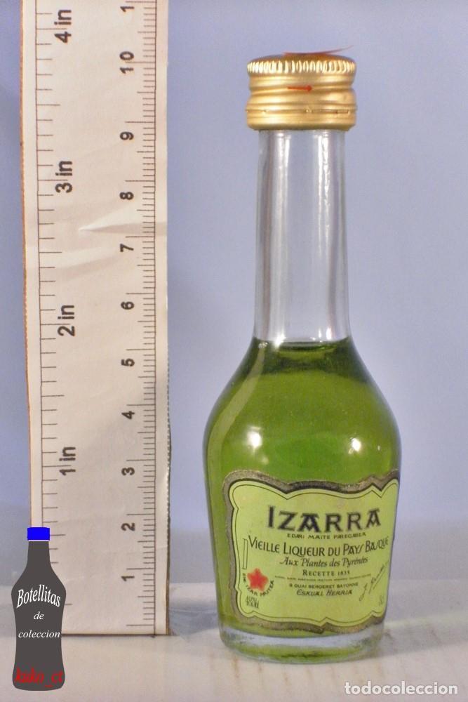 BOTELLITA BOTELLIN IZARRA VIEILLE LIQUEUR DU PAYS BASQUE EUSKUAL HERRIA (Coleccionismo - Botellas y Bebidas - Vinos, Licores y Aguardientes)