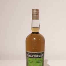 Coleccionismo de vinos y licores: ANTIGUA BOTELLA GRANDE DE CHARTREUSE TARRAGONA.COMPLETA.GRAN ESTADO.. Lote 150846900