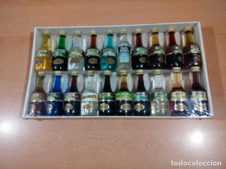 ESTUCHE MARIE BRIZARD 20 MINIATURAS - PRECINTADO-VER FOTOS - LEER (Coleccionismo - Botellas y Bebidas - Vinos, Licores y Aguardientes)