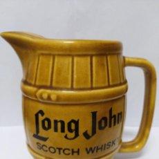 Coleccionismo de vinos y licores: JARRA LONG JOHN SCOTCH WHISKY VINTAGE AÑOS 80 CERAMICA PORCELANA BOTELLA VASO. Lote 151353822