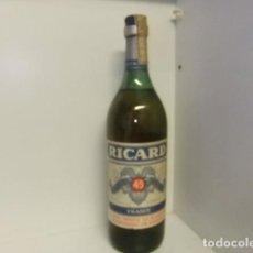 Coleccionismo de vinos y licores: RICARD PASTIS DE MARSEILLE BOTELLA UN LITRO LLENA PRECINTO DE 8 PESETAS. Lote 152865006