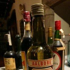 Coleccionismo de vinos y licores: ANTIGUA BOTELLA DE LICOR AALBORG TAFFEL AKVAVIT SIN ESTRENAR AÑOS 70-80. Lote 153246378